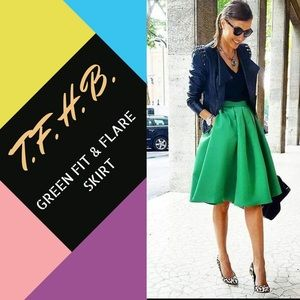 Dresses & Skirts - 💫 GREEN FIT AND FLARE SKIRT SZ M